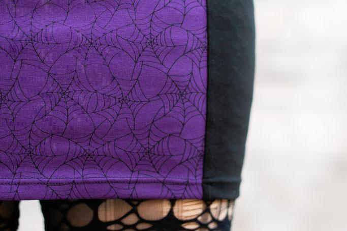 Die neuen Röcke sind online! - Spinnennetz Siebdruck in schwarz / lila - Zebraspider DIY Anti-Fashion Blog