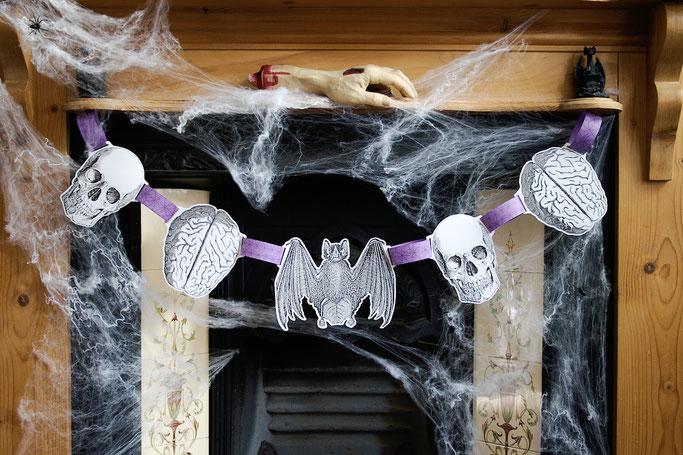 Warum auch Halloween politisch ist - Skull und Hirn Girlande - Zebraspider DIY Anti-Fashion Blog