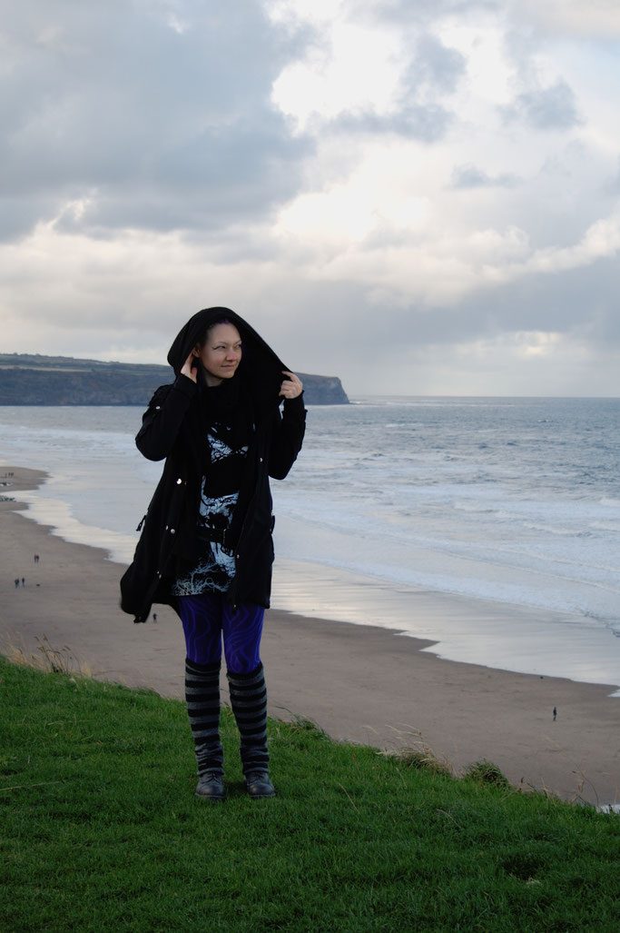 Gothics in Whitby (und Fotos vom Meer) - Outfit an der Küste - Zebraspider DIY Anti-Fashion Blog