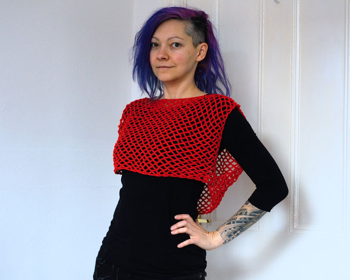 Crochet against low mood - red fishnet top - Zebraspider DIY Anti-Fashion Blog