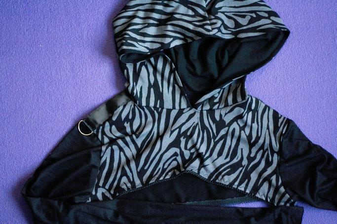 Kleine Rückschau - Gesammelte Aufträge - Zebra Kapuzen Shrug grau - Zebraspider DIY Anti-Fashion Blog