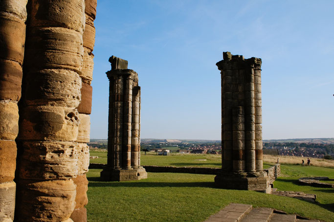 (M)ein Tag am Meer - Whitby Abbey Säulen - Zebraspider DIY Blog