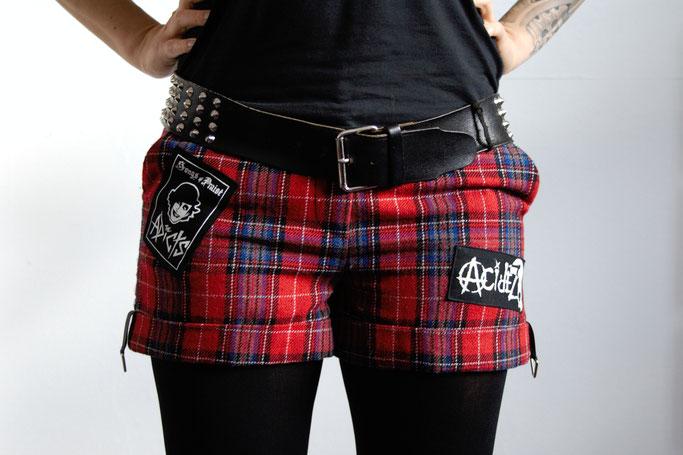 Punk Shorts die 2. der ich trau mich - karierte Hot Pants, Adicts und Acidez - Zebraspider DIY Blog