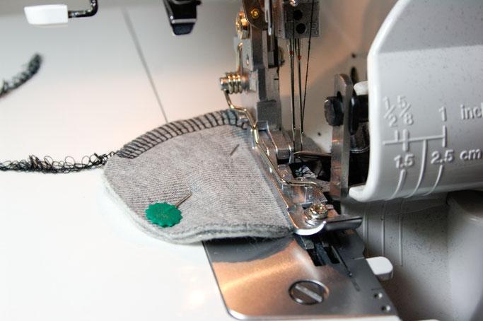 DIY Abschminkpads genäht oder gehäkelt - mit der Overlock nähen - Zebraspider DIY Anti-Fashion Blog