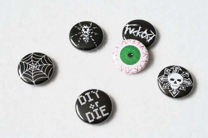 Buttons, Stempel und Verpackung - Button Motive Spinne, Spinnennetz, Auge, Totenkopf - Zebraspider DIY Anti-Fashion Blog