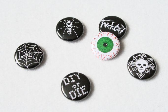Buttons, Stempel und Verpackung - Button Motive Spinne, Spinnennetz, Auge, Totenkopf - Zebraspider DIY Anti-Fashion Blog