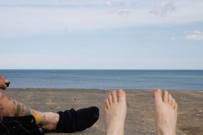 Ausfahrt zum Strand - Ausblick mit Sand an den Füßen - Zebraspider DIY Anti-Fashion Blog