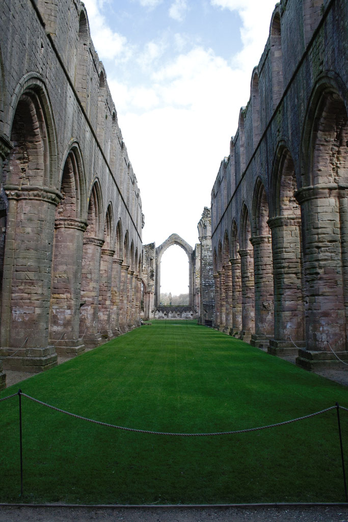 Die Ruinen der Fountains Abbey - Kathedrale - Zebraspider DIY Anti-Fashion Blog