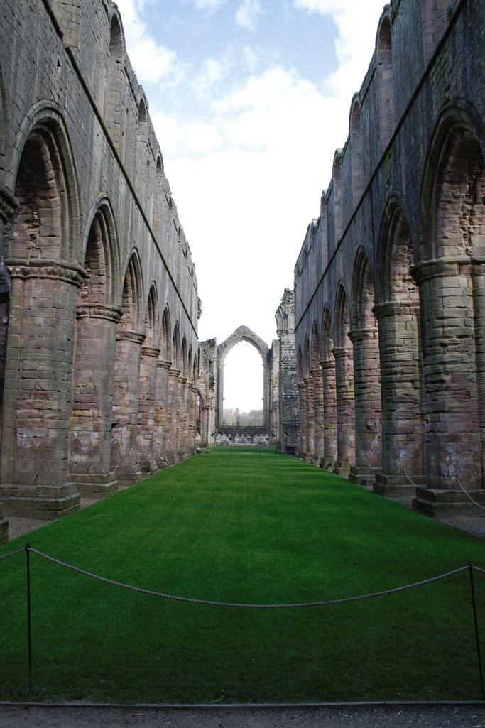 Die Ruinen der Fountains Abbey - Kathedrale - Zebraspider DIY Anti-Fashion Blog