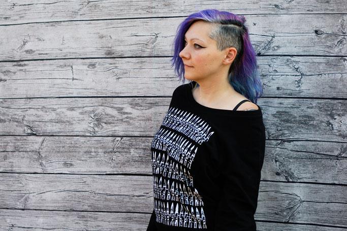 Endlich im Shop - vergessene Einzelstücke und Patronendrucke - Patronen Pullover schwarz - Zebraspider DIY Anti-Fashion Blog