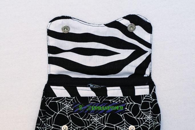 4 Aufträge und eine eigene Gürteltasche - Zebramuster innen und Spinnennetz außen - Zebraspider DIY Anti-Fashion Blog