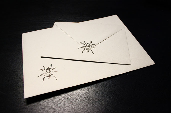 Buttons, Stempel und Verpackung - Briefumschläge aus Recycling-Papier mit Stempel - Zebraspider DIY Anti-Fashion Blog