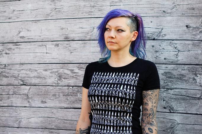 Endlich im Shop - vergessene Einzelstücke und Patronendrucke - Patronen Frauen T-Shirt schwarz - Zebraspider DIY Anti-Fashion Blog