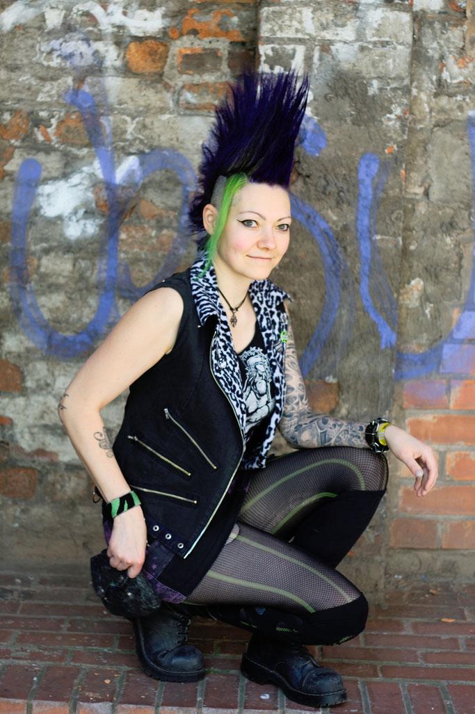 Manchester Punk Festival + Outfits - Weste, Minirock, Gürteltasche - Zebraspider DIY Anti-Fashion Blog