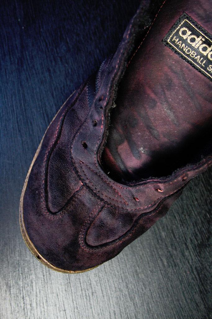 Besser in schwarz - Schuhe färben - erste Schicht - Zebraspider DIY Anti-Fashion Blog