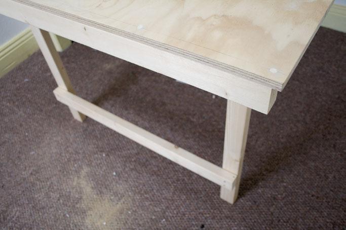 Zuschneide- und Siebdrucktisch - Tischbeine - Zebraspider DIY Anti-Fashion Blog