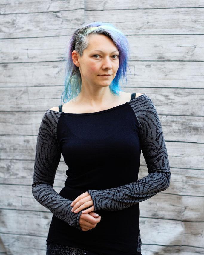 Die neuen Tops, Shirts und Shrugs sind online! -Schwarz graues Zebra Raglan Longsleeve - Zebraspider DIY Anti-Fashion Blog