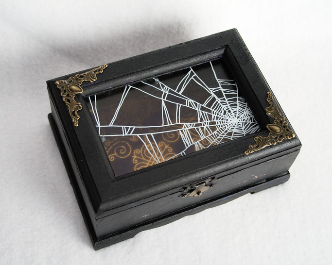 Goth Market Haul and Halloween Decorations - Cabinet of Curious Creations spiders web box - Zebraspider DIY Anti-Fashion Blog
