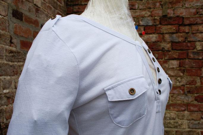 Umfärben mal anders - weißes Shirt und Sprühfarbe - Zebraspider DIY Anti-Fashion Blog