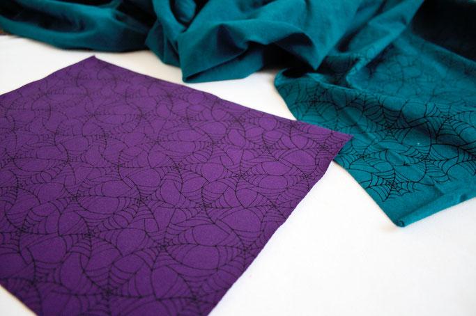 Stoffmuster selbst drucken - Spinnennetz auf lila und türkis - Zebraspider DIY Anti-Fashion Blog
