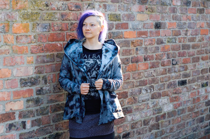 Gefärbter Sweat-Cardigan für den Herbst - kuschelige Strickjacke - Zebraspider DIY Anti-Fashion Blog