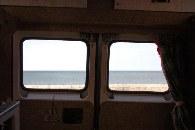 Ausfahrt zum Strand - Campervan Ausblick aufs Meer - Zebraspider DIY Anti-Fashion Blog