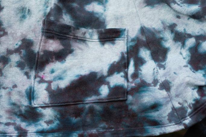 Gefärbter Sweat-Cardigan für den Herbst - Detail Tasche - Zebraspider DIY Anti-Fashion Blog