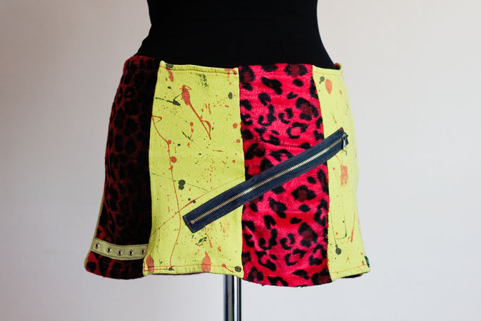 Flohmarkt: Röcke und Leggings - Punk Mini Leopard rot mit grün - Zebraspider DIY Anti-Fashion Blog