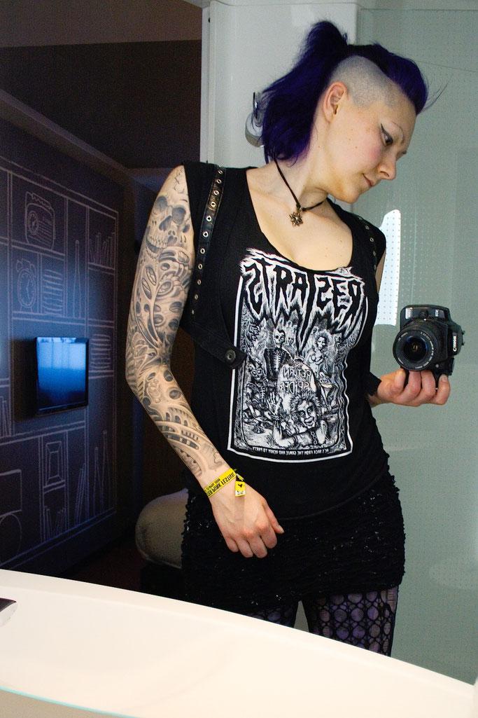 Manchester Punk Festival + Outfits - Restarts schwarz weiß und lila - Zebraspider DIY Anti-Fashion Blog