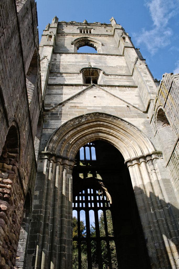 Die Ruinen der Fountains Abbey - Turm - Zebraspider DIY Anti-Fashion Blog