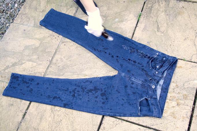7 Dinge die du beim Bleichen falsch machen kannst - Domestosjeans How To - Zebraspider DIY Anti-Fashion Blog
