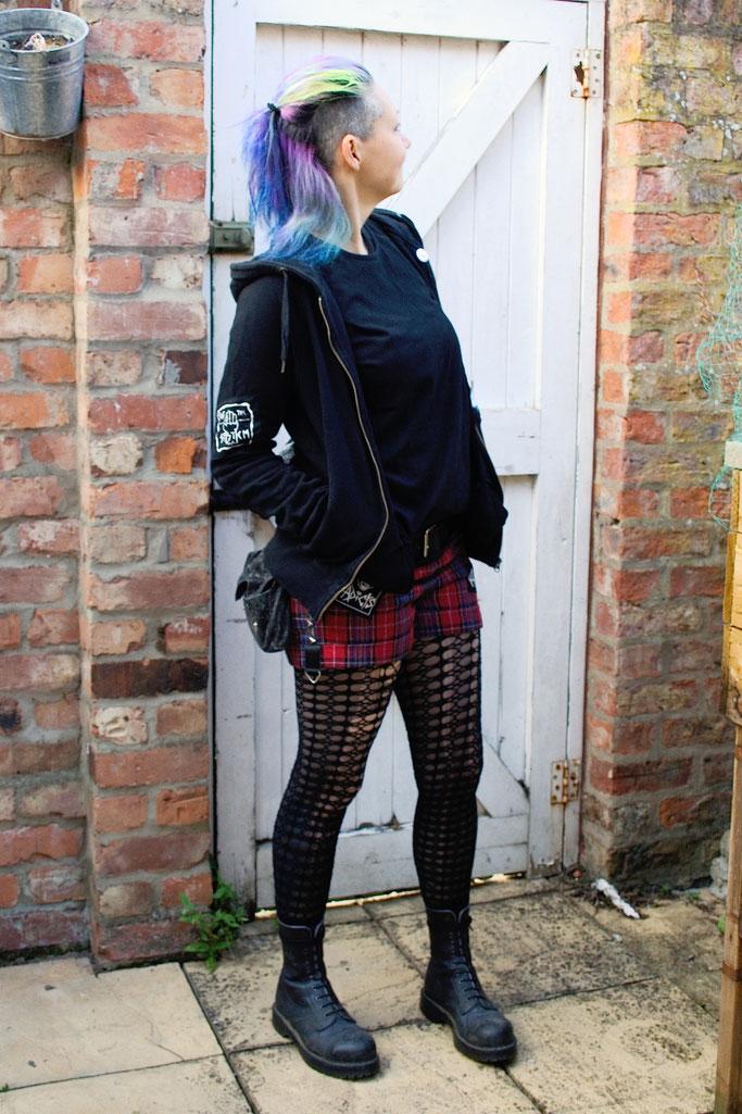 So verbringe ich den Samstag am liebsten - Punk Konzert Outfit - Zebraspider DIY Anti-Fashion Blog