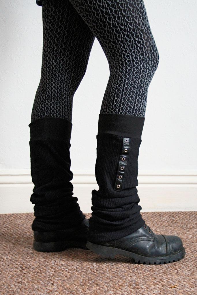 Monochromes Samstags-Oufit - Beinstulpen und Netzstrumfhose - Zebraspider DIY Anti-Fashion Blog