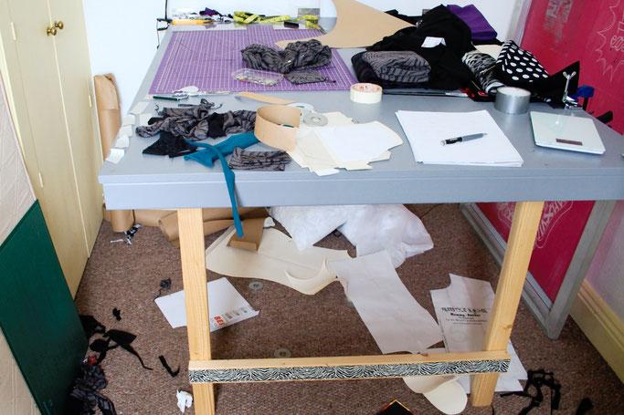 So verbringe ich den Samstag am liebsten - Nähzimmer Chaos - Zebraspider DIY Anti-Fashion Blog