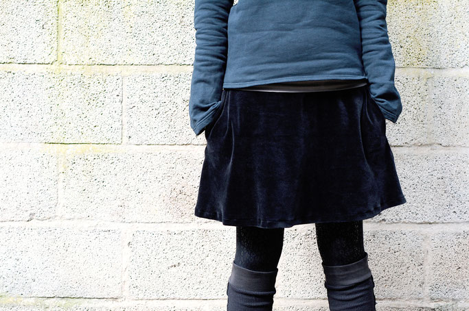 Meine Art des Feminismus und ein Rock - schwarzer Rock mit Taschen - Zebraspider DIY Anti-Fashion Blog