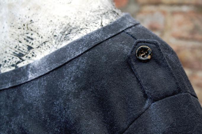 Umfärben mal anders - Shirt schwarz ansprühen - Zebraspider DIY Anti-Fashion Blog