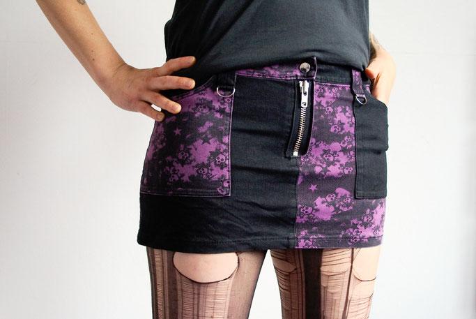 5 Lieblingsminiröcke - Jeansrock schwarz lila punk - Zebraspider DIY Anti-Fashion Blog