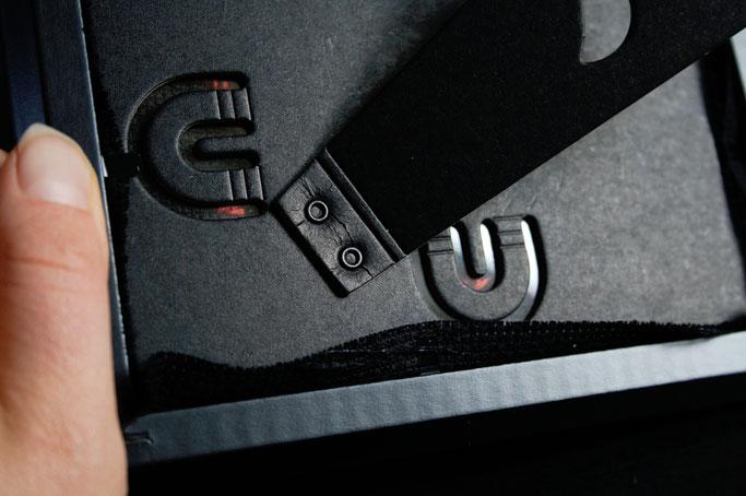 Anarcho-Kreuzstich - Sticken bleibt politisch - schwarzer Bilderrahmen - Zebraspider DIY Anti-Fashion Blog