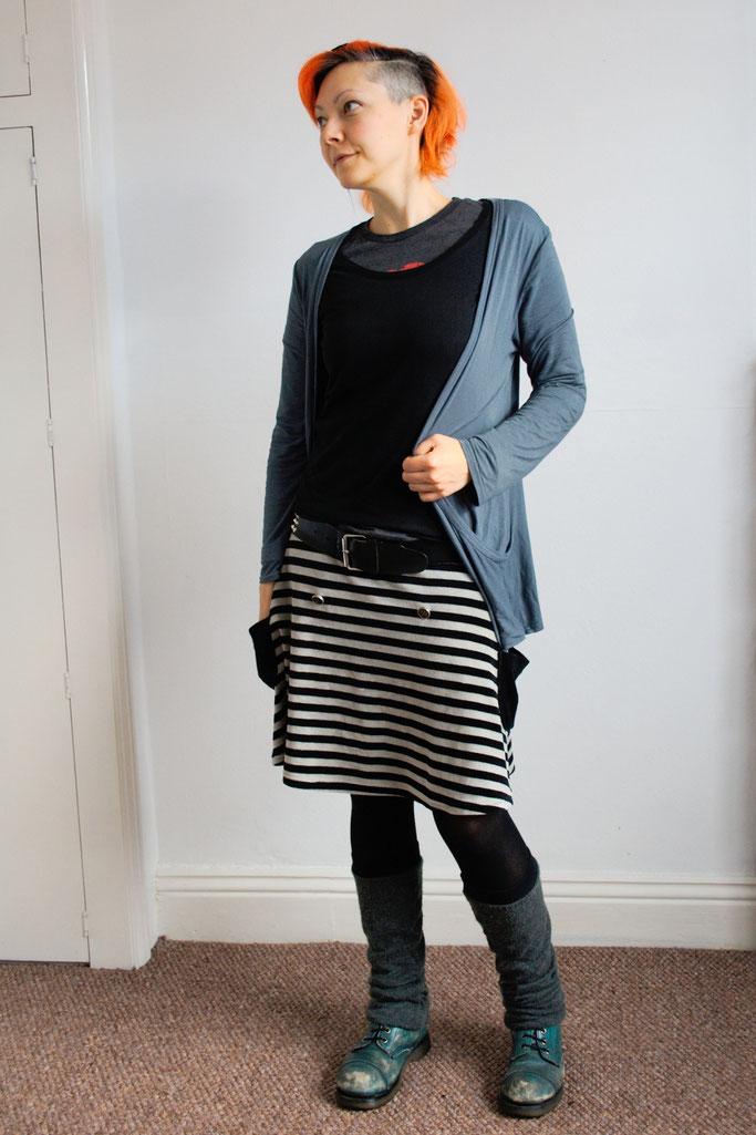 Arbeitsoutfit im englischen Sommer - mit knielangem Rock - Zebraspider DIY Anti-Fashion Blog