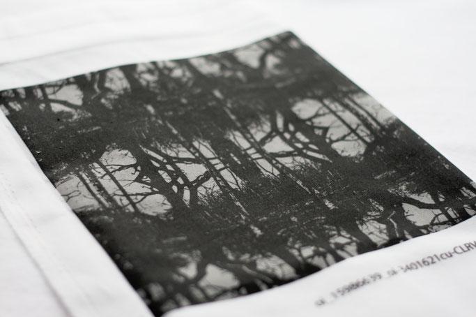 Neue und alte Muster auf Stoff - Winterbäume grau schwarz gespiegelt - Zebraspider DIY Anti-Fashion Blog