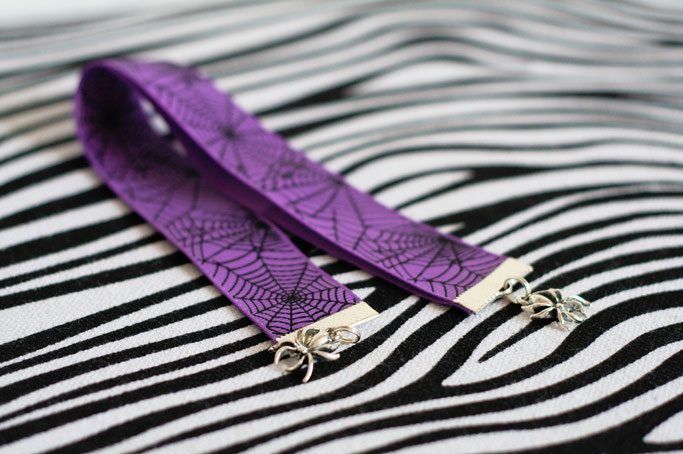 Handmade in Yorkshire oder Black Rose Bazaar Haul - Spinnen-Netz Lesezeichen Leesa DeVantier - Zebraspider DIY Anti-Fashion Blog