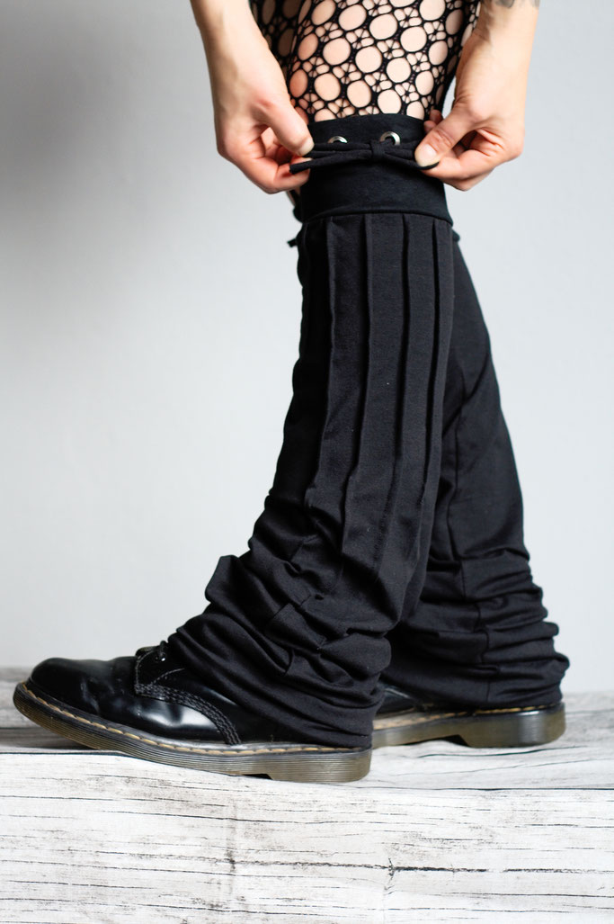 Neue Beinstulpen hoch drei - Biesen-Stulpen Prototyp (breit) zum Schnüren - Zebraspider DIY Anti-Fashion Blog