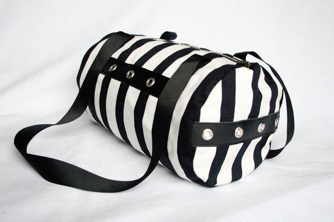 Verrückte Streifen - neue Aufträge - gestreifte Handasche mit Ösen - Zebraspider DIY Anti-Fashion Blog