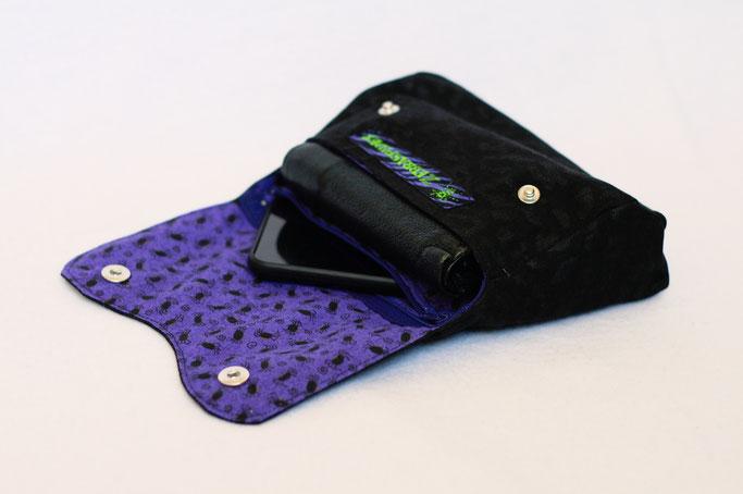 4 Aufträge und eine eigene Gürteltasche - Leopard in schwarz und Spinnen auf lila - Zebraspider DIY Anti-Fashion Blog