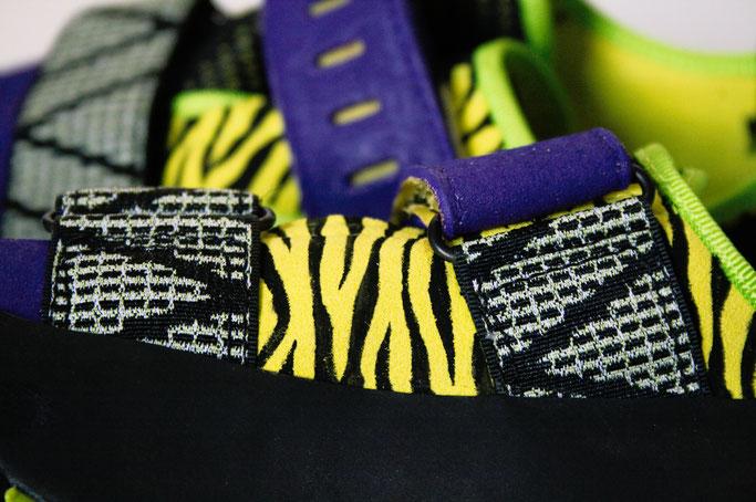 Was tun mit hässlichen Sportschuhen? - Zebramuster Details - Zebraspider DIY Anti-Fashion Blog