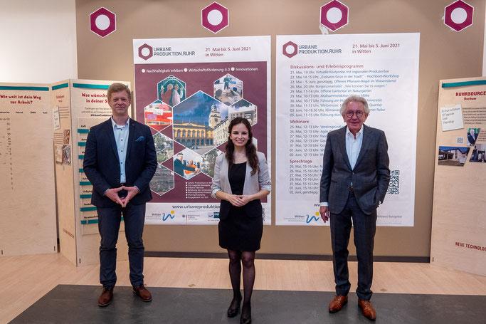 """Der Bürgermeister von Witten, Lars König, eröffnete gemeinsam mit Karin Kudla, Projektmanagerin Wf4.0 und Europaminister Dr. Stephan Holthoff-Pförtner die Ausstellung """"Urbane Produktion Ruhr"""" in Witten (Foto: Jörg Fruck)."""