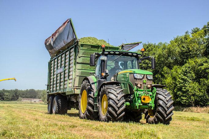 Landwirtschaftliche Lohnarbeiten: Gülle | Gärreste Transport | Umfuhr Transport von Heu | Stroh | Transportwagen | Mähen | Grüppen fräsen | Bodenbearbeitung pflügen.