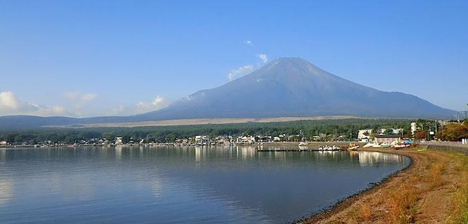朝 山中湖から富士山