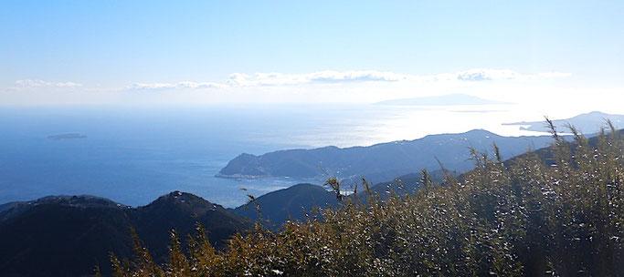 玄岳山頂より相模灘、初島、伊豆大島