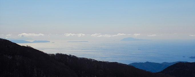 左から新島、式根島、神津島